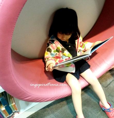 preschooler, reading, books, library