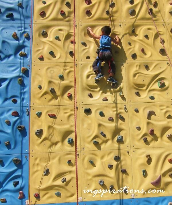 rock-climbing-the-cliff-singapore