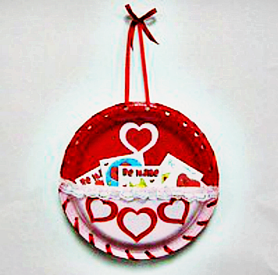 valentine_paper_plate_card_holder