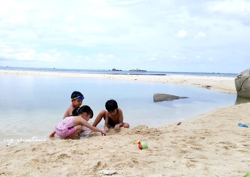 sand play exploring nature